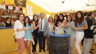 Benjamín Sánchez junto a una amplia representación de la Guardería Colorines.  Foto: Vanesa Lobo