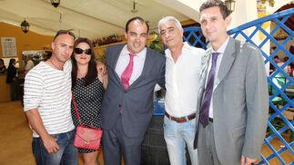 David Fernández y Miguel Berraquero, junto a Joaquín del Valle, portavoz de Izquierda Unida, Miguel Aguilar y Elisabeth Romero.  Foto: Vanesa Lobo