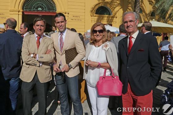 Manuel Estrella, Ismael Jordi y su padre y Elena Aguilar.  Foto: Manuel Aranda