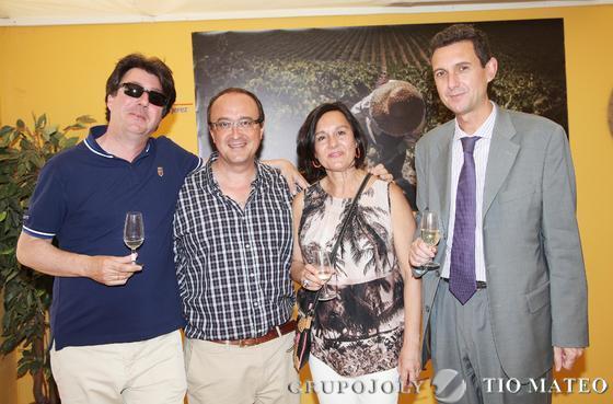 Valentín Romero, Conchi Parodi, Juan Pedro Crisol, jefe de gabinete de la Consejería de la Presidencia de la Junta, y Miguel Berraquero.  Foto: Vanesa Lobo