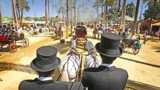 Los paseos en coche de caballo son una de las mejores formas de disfrutar de la Feria.  Foto: Pascual