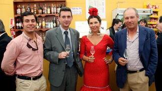 José Manuel Martín hijo, Loreto Martín y José Manuel Martín, de Montesierra, brindan junto a Miguel Berraquero, gerente de Diario de Jerez.  Foto: Vanesa Lobo