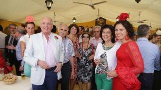 Ricardo Rodríguez, de joyería Dogma, y su señora; junto a sus amigos Pedro Pérez y señora.   Foto: Vanesa Lobo