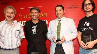 Antonio Pérez Pastor (EcoSpain) y Fran Ros (Freaky Friends) , que compartieron el tercer premio; Antonio Barrero, de Punto Naranja SOS, ganador del primer premio, y Lucas Gonzálvez, de Icinetic, ganador del segundo premio.  Foto: Victoria Ramírez