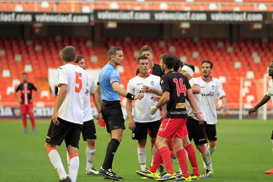 Los albirrojos consuman la pérdida de la categoría un año después de subir al caer en Valencia por 1-0  Foto: LOF