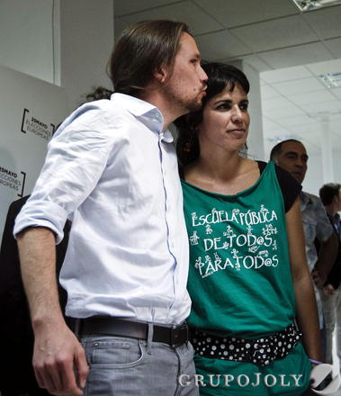 Celebración entre los simpatizantes de Podemos  Foto: EFE