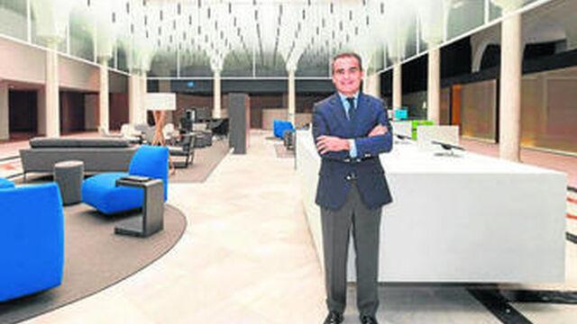Caixabank inaugura en sierpes un nuevo concepto de oficina for Oficina postal mas cercana