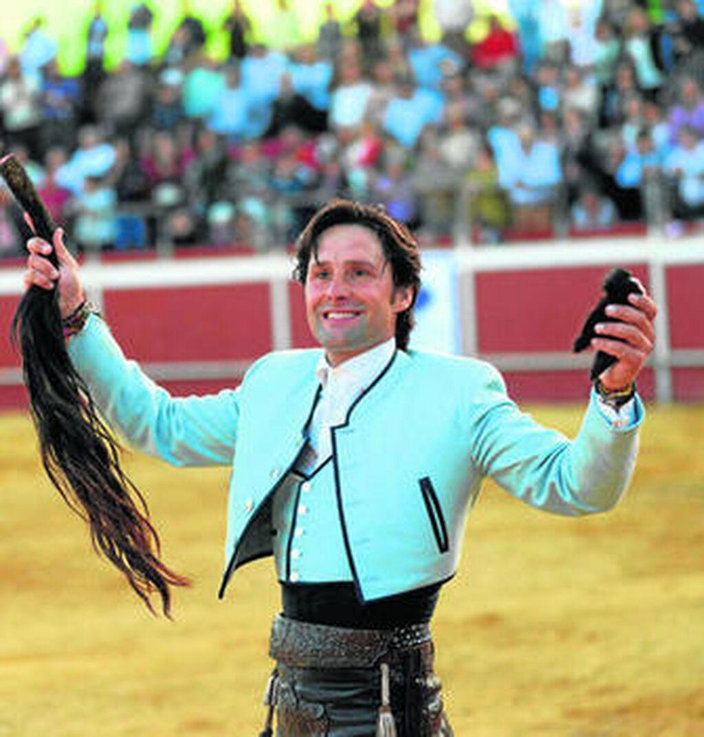 Máximos trofeos para Andrés Romero en el festival de Coria