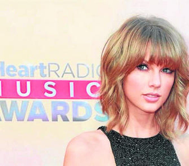 Taylor Swift triunfa en los iHeart Radio Awards