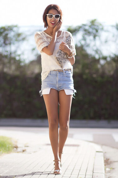Shorts con tacones y gafas emporio  - Outfit