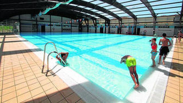 Una piscina municipal por cada sevillanos for Piscina cubierta dos hermanas