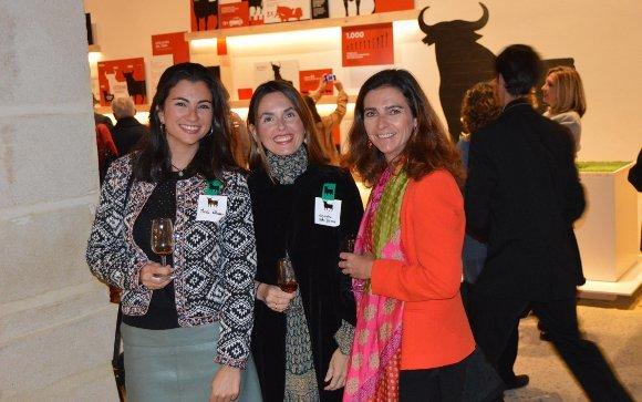 María Alvear, Alejandra Valle y Sole Fernández Halcón coincidieron durante la apertura de Toro Gallery.  Foto: Ignacio Casas de Ciria
