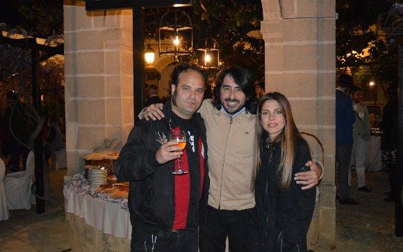 Juan Pérez Fajardo, Juan Villarreal y Nuria Wong, durante el cóctel.  Foto: Ignacio Casas de Ciria