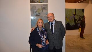 María Tirado y Ángel Aguado, visitando la muestra.  Foto: Ignacio Casas de Ciria
