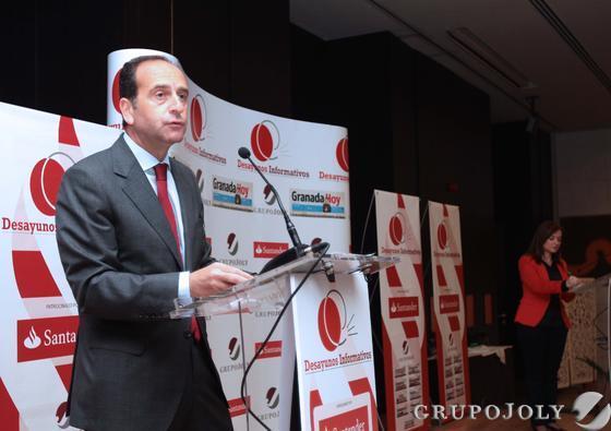 El delegado territorial del Grupo Santander en Andalucía, Alberto Delgado. Reportaje gráfico: María de la Cruz / Álex Cámara