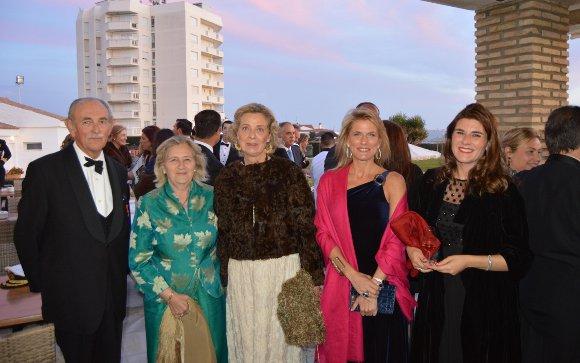 Marqueses de Villarreal de Burriel, Lucía Velasco, Cristina Luque y Marta Pérez, durante el cóctel.  Foto: Ignacio Casas de Ciria