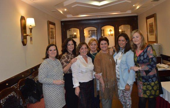 Carmen Díaz, Eugenia Conde, Antonia García, Manoli Aragón, Susana Albarracín , Esperanza Candón y Belén e Inma Aleu.  Foto: Ignacio Casas de Ciria