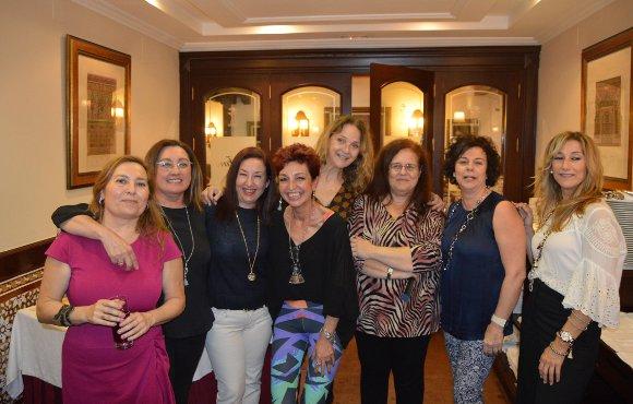 Rene Domínguez, Begoña Acha, Carmen Benedito, Nani Faz, Ana Cañas, Elena Almendro, Antonia Canaura y Susana Becerra.  Foto: Ignacio Casas de Ciria