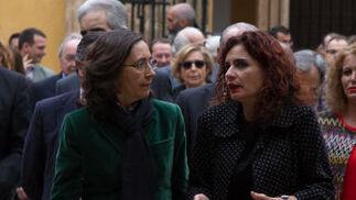 Rosa Aguilar, con María Jesús Montero.  Foto: Juan Carlos V?uez / Victoria Hidalgo