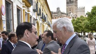 Javier González de Lara, con Santiago Herrero.  Foto: Juan Carlos V?uez / Victoria Hidalgo