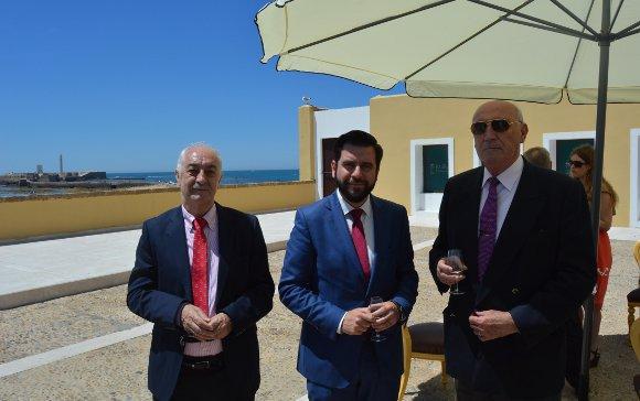Juan Manuel Jiménez, Fran González y Juan Bernal, durante la recepción del Cuerpo Consular.  Foto: Ignacio Casas de Ciria