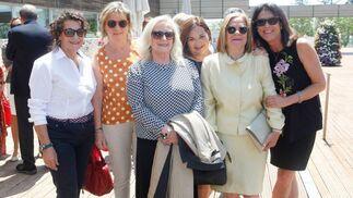 Pilar Menacho, María José Alonso, Concha Fuentes, Carmen Gómez, la homenajeada Isabel García y Loles Repetto.  Foto: Ignacio Casas de Ciria