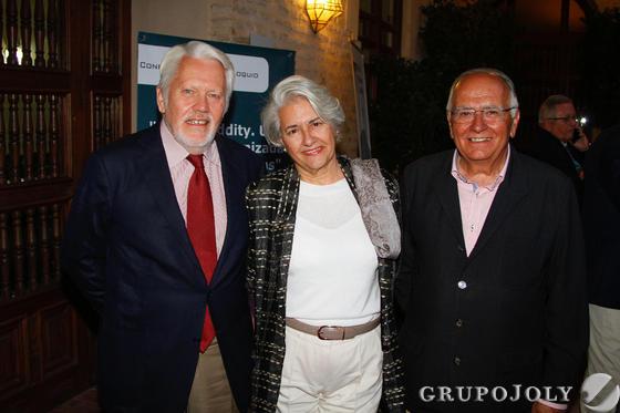 El abogado Francisco Ballester junto con su mujer, Lola Palma. / Fotos: Juan Carlos Muñoz y Victoria Hidalgo