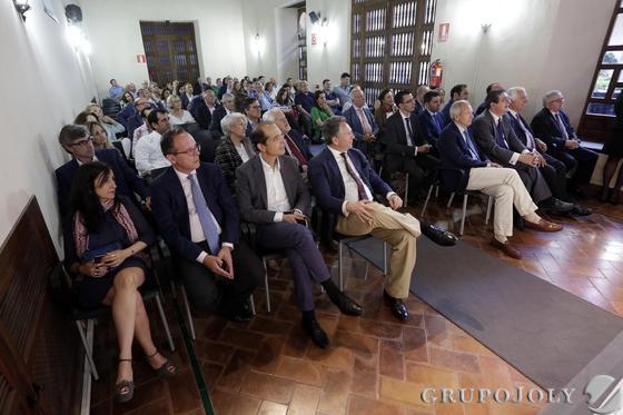 Imagen del público asistente a la conferencia celebrada en el Palacio de los Marqueses de La Algaba. / Fotos: Juan Carlos Muñoz y Victoria Hidalgo