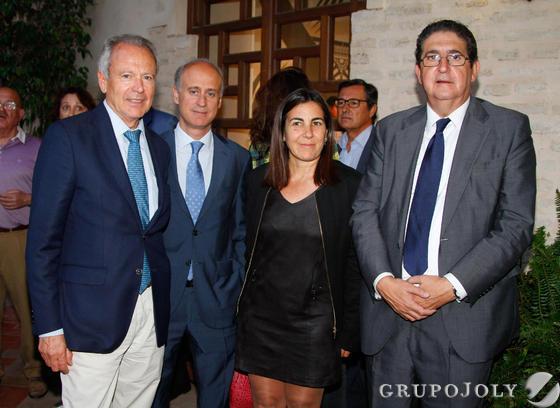 José Pozo, Francisco J. Velasco, María Jesús Almazor y el abogado José Joaquín Gallardo. / Fotos: Juan Carlos Muñoz y Victoria Hidalgo