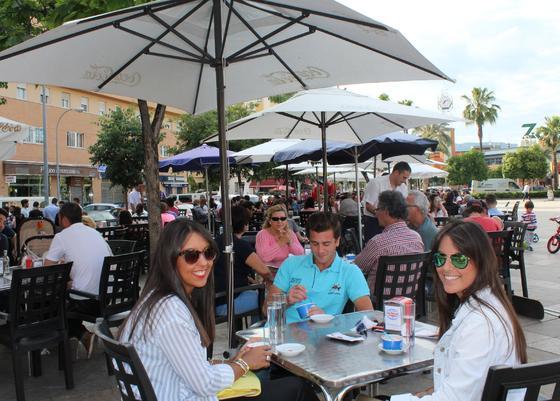 La Flor de Levante, en la plaza Matías Prats. Uno de los espacios de Córdoba donde disfrutar de una amplia variedad de helados, todo ello en una espaciosa terraza situada en la plaza Matías Prats. / Maica Rivera