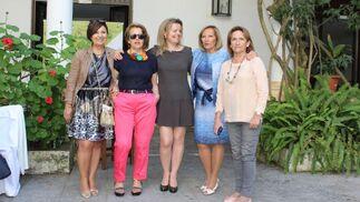 Mercedes Sarriá, Lina García, Elena Crespo, Marisa Galindo y Carmen González.   Foto: Ignacio Casas de Ciria