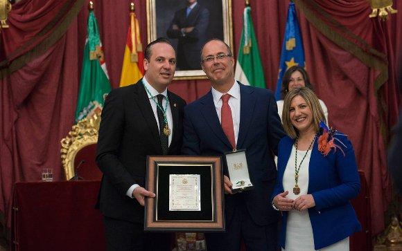 2016. La aportación de Cepsa al progreso y bienestar del Campo de Gibraltar fue premiada en el año 2016 por la Diputación Provincial de Cádiz con la Medalla de la Provincia, entregada el pasado mes de marzo.