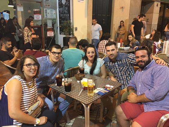 Sabor de Córdoba en pleno centro. Lambik es una tapería en pleno centro de Córdoba, ideal como punto de encuentro con los amigos para saborear una buena comida y disfrutar de unas copas. / M. Rivera