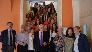 Luis María Bringas Uría, con el grupo de compañeros que le homenajearon, con un almuerzo en el Casino Gaditano, con motivo de su jubilación como interventor delegado, jefe de área, en la Intervención Delegada Territorial de la Seguridad Social en Cádiz.  Foto: Ignacio Casas de Ciria