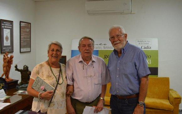 El empresario Gianni Campo con el matrimonio Rogelio y María del Carmen Maymulet.  Foto: Ignacio Casas de Ciria