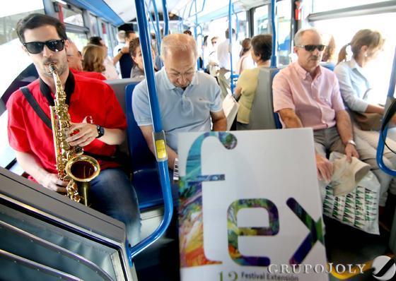Músicos con instrumentos de viento sorprendieron a los viajeros.  Foto: Pedro Hidalgo