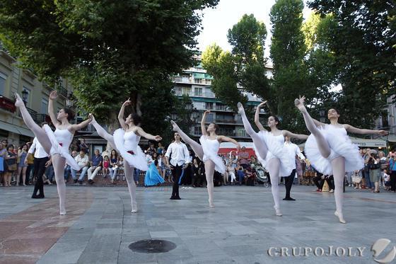 La danza llenó las calles del centro.  Foto: Pepe Villoslada