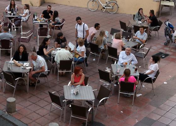 Cocina de siempre en el centro. La Taberna la Montillana ofrece lo mejor de la cocina tradicional en pleno centro de la ciudad, en el corazón de la plaza de San Miguel. / Barrionuevo