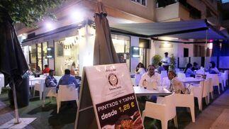 Lo mejor del norte y del sur. De pintxos a tapas. La taberna Norte y Sur ofrece lo mejor de la gastronomía de toda España en sus locales en Córdoba, como el de María la Judía. / Barrionuevo