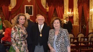 Marita Rufino, José Pedro Pérez-Llorca y su mujer Carmen Zamora.  Foto: Ignacio Casas de Ciria