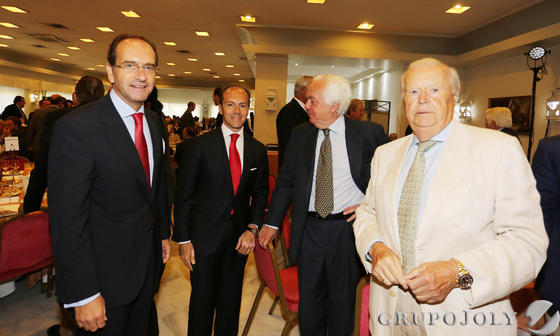 Alberto Delgado y Rami Aboukhair, de Banco Santander, junto a los empresarios Joaquín Rivero y Juan García-Jarana.  Foto: Pascual · Vanesa Lobo