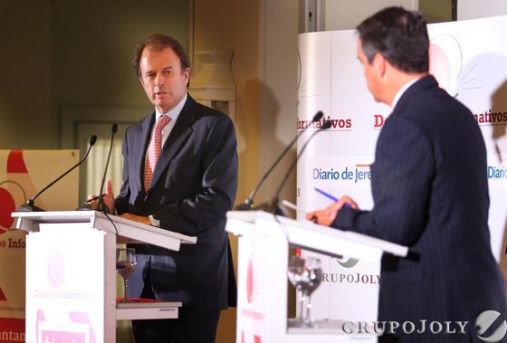 Ignacio Osborne, consejero delegado de Osborne (izqda.), junto a Rafael Navas, director de Diario de Jerez  Foto: Pascual · Vanesa Lobo