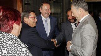 El presidente de la Diputación de Granada, José Entrena, junto a Luis Osuna, Tomás Valiente y José Joly.   Foto: Alex Camara/Pepe Villoslada