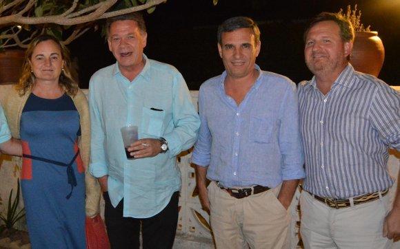 Magdalena Pérez Illesca, Kiko Cantero, Rafael del Cuvillo y Alejandro Grosso, durante el cóctel solidario.  Foto: Ignacio Casas de Ciria