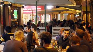 Caseta del real círculo de la amistad. Localizado en la valle Periodista García Prieto, este establecimiento se ha erigido en el lugar perfecto para degustar desde un café a una copa en el mejor ambiente. / Barrionuevo