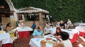 En el corazón de la Judería. El Bandolero es un espacio histórico de la ciudad que cuenta con una variada oferta gastronómica y unas instalaciones preparadas para cualquier tipo de evento. / M. Rivera