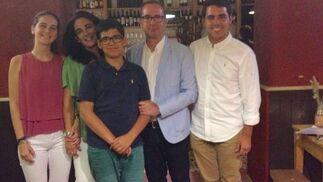 Alberto Romero con su mujer Yolanda Vallejo y sus hijos Yolanda, Pablo y Alberto Romero Vallejo.  Foto: Ignacio Casas de Ciria