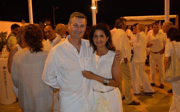 Manolo Cervera de la Paz con su mujer Silvia Sáenz de Santamaría.  Foto: Ignacio Casas de Ciria