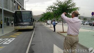 Las lanzaderas que unen las estación de Cártama y el hospital.  Foto: Leonor García