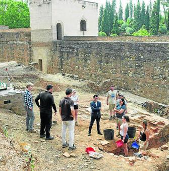 Una excavación ahonda en la industria ceramista de los palacios de la Alhambra